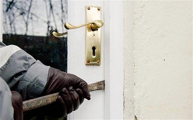 Casele a încă doi afacerişti din Suceava au fost sparte de hoţii care au speriat oraşul. Foto: adevarul.ro