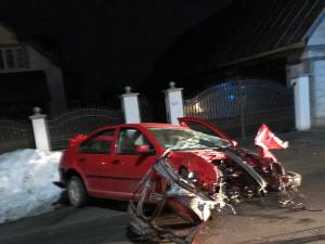 Doi tineri în stare foarte gravă, după un accident produs la 110 km/h