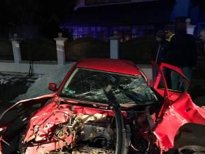 Maşina distrusă aproape în totalitate, după accidentul de la Vicovu de Jos