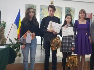 Câştigătorii premiilor speciale, alături de dir. adjunct Elena Istrate