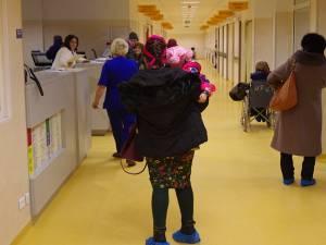 Accesul în Spitalul Județean este permis doar cu papuci de unică folosinţă
