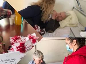 """Elevi ai Colegiului Silvic """"Bucovina"""", însoţiţi de profesoara Cami Ciuruşniuc, au vizitat, de 1 Martie, bolnavii din Spitalul Municipal Câmpulung Moldovenesc"""