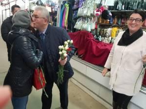 Mii de flori împărţite de primarul Sucevei doamnelor şi domnişoarelor, de 8 Martie