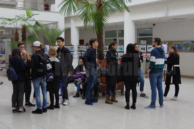 """2.700 de studenți sunt bursieri ai Universității """"Ștefan cel Mare"""" Suceava"""