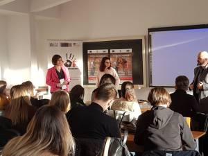 """Prima acțiune din cadrul Campaniei """"Distruge Zidul Indiferenţei! Traficul de persoane poate fi prevenit"""", la Suceava"""