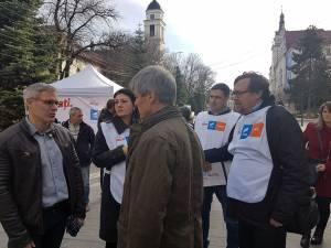 Dacian Cioloş a refuzat să fie primit cu aplauze de susţinătorii din Suceava