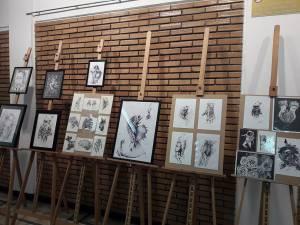 Expoziție de grafică și pictură realizată de studenți suceveni