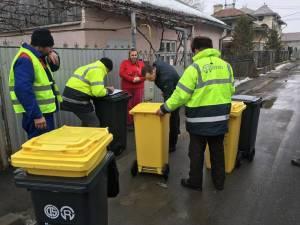 Pubele de 120 de litri, galbene și negre, distribuite celor care locuiesc la case