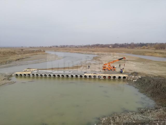 Podul provizoriu de peste râul Suceava, de la Vereşti