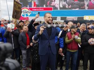 Sucevenii au venit în număr mare să susţină protestul lui Ştefan Mandachi