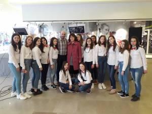 Recital de cântece în limba franceză susţinut de elevii Şcolii Gimnaziale Soloneţ, la Iulius Mall
