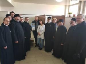 Preoţii din Protoieria Fălticeni au donat un nou aparat medical pentru Spitalul Municipal
