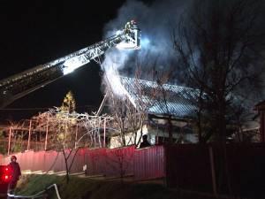 Incendiul a izbucnit, cel mai probabil, de la scânteile evacuate pe coşul de fum al centralei termice