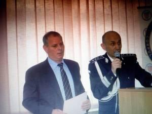 Eusebiu Tătar, felicitat de inspectorul-şef Adrian Buga