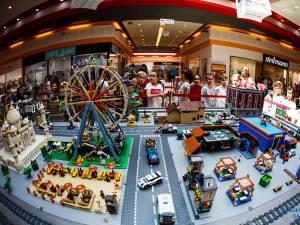 Cei mici sunt așteptați să descopere lumea fascinantă a jocurilor LEGO