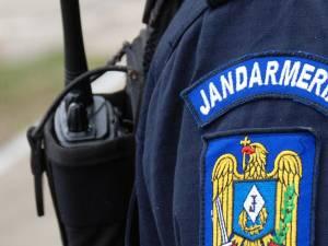 Jandarm lovit cu pumnul în faţă în timpul intervenţiei la un scandal