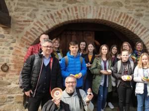 Zeci de elevi și profesori din Spania, Italia, Turcia, Polonia și Lituania au descoperit frumusețea tradițiilor și meșteșugurilor românești