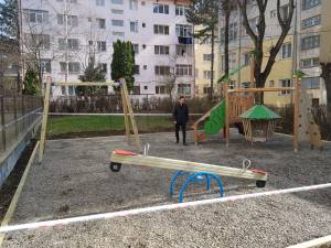 Lucrările de modernizare a opt locuri de joacă din Suceava vor fi finalizate săptămâna viitoare