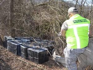 Ţigări de aproape 40.000 de euro, descoperite în anexa unei gospodării la Straja