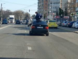 Imaginile au fost surprinse de un participant la trafic