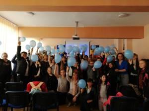 """Ziua Internaţională de Conştientizare a Autismului, marcată la Şcoala """"Miron Costin"""" Suceava"""