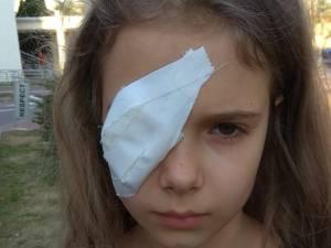 Fetiţa rănită la ochi    SURSA FOTO Facebook