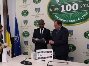 Preşedintele CJ Suceava şi ambasadorul Africii de Sud în România