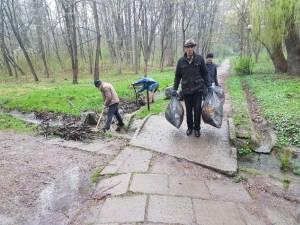 Actiune de ecologizare a Parcului Sipote, inițiată de Ocolul Silvic Pătrăuți