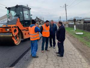 Flutur și primarul din Mălini au verificat lucrările de asfaltare