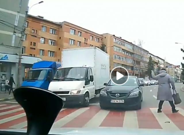 Șofer inconstient, intrat pe contrasens si gata sa loveasca pietonii