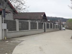 Casele de lângă pârâul Şcheia