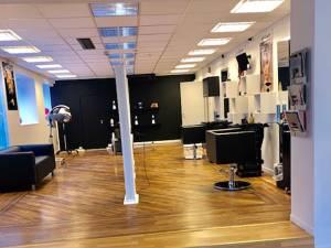 Iulia Popescu şi-a deschis un salon de înfrumuseţare în Norvegia