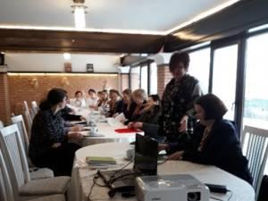 """Sesiune de comunicări şi referate, la Grădiniţa ,,Stejărelul"""" Cajvana"""