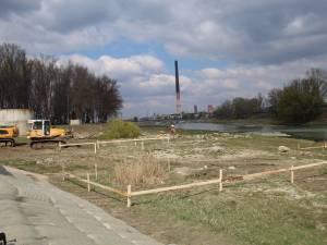 Lucrarile de realizare a noului pod peste apa Sucevei au inceput luni dimineata