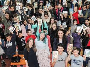 """Beneficiarii programului """"Cărțile copilăriei"""" sunt elevii din  36 școli sucevene"""