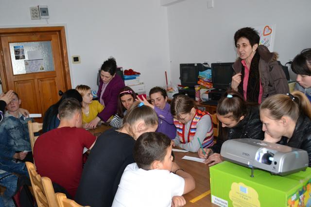 """Proiectul educativ """"Adolescență fără violență!"""", la Centrul Școlar """"Sf. Andrei"""" din Gura Humorului"""