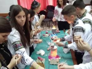 """Proiectul """"Tradiții și datini pascale"""", la Liceul Tehnologic Ștefan cel Mare Cajvana"""