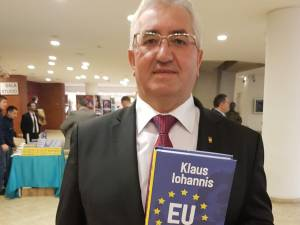 Primarul Ion Lungu, alături de Klaus Iohannis la lansarea celei de-a treia cărți