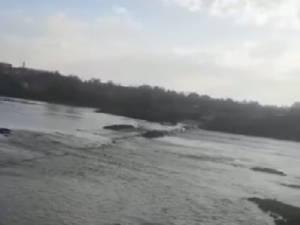 Podul provizoriu de peste râul Suceava, de la Vereşti, a fost închis