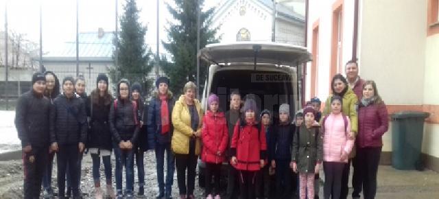 """Amplă acţiune de voluntariat, """"Bucuria Sărbătorilor Pascale"""", la Şcoala Gimnazială Stroieşti"""