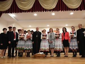Oul a fost sfinţit și apoi împărţit celor prezenţi la Solonețu Nou