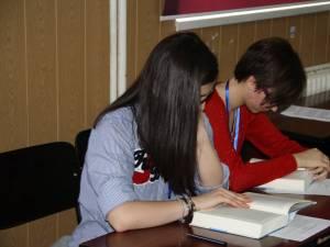 Opt elevi suceveni participă la Olimpiada de Limba și Literatura Română (gimnaziu)