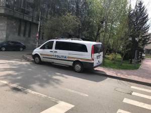 Cinci bărbaţi au fost reţinuţi vineri în urma unei acţiuni coordonate de procurorii DIICOT, Serviciul Teritorial Suceava
