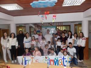 """Voluntari din Asociația Tinerilor Ortodocși Suceveni, în vizită la copiii cu dizabilități de la Centrul de Recuperare """"Emanuel"""""""