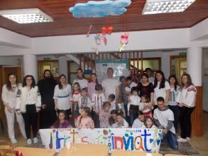 """Voluntari în vizită la copiii cu dizabilități de la Centrul de Recuperare """"Emanuel"""" Suceava"""