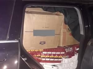 Ţigări în valoare de circa 200.000 de lei şi autoturismul cu care erau transportate, un VW Touareg, confiscate de polițişti