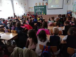 """Parteneriat educațional între şcolile """"Miron Costin"""" și """"Mihail Sadoveanu"""""""