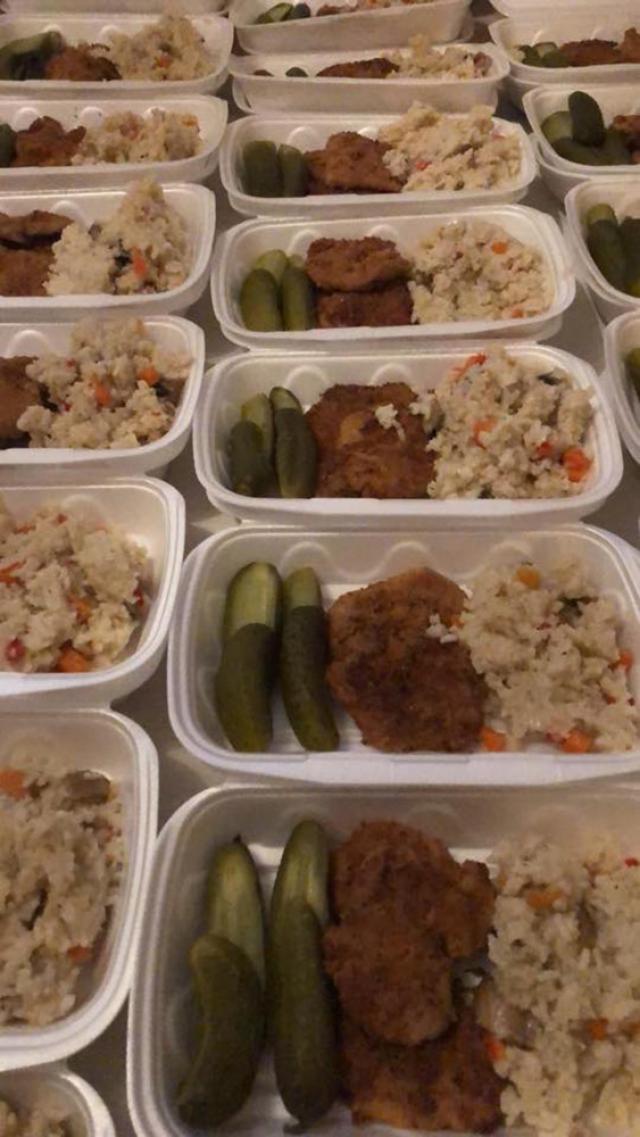 """Mâncare pregătită pentru """"Masa de Sâmbătă"""" Sursa. Foto: Masa de sambata"""