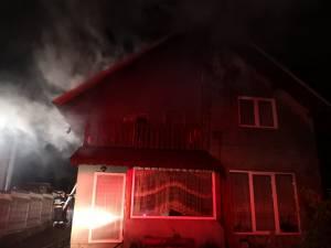 Un incendiu izbucnit aseară a produs pagube mari la o casă din Burdujeni