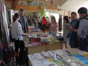 """Salonul Internaţional de carte """"Alma Mater Librorum"""", de la Universitatea Suceava"""